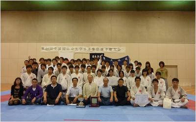 The OCU men's team prolonged their title for the 12th year at the 44th Nihon Kempo National Tournament for National and Public Universities. Tomoko Hamada (OCU Faculty of Business) took 3rd place in the women's individual tournament. Manako Kawai (OCU Faculty of Human Life Sciences) took 4th place.