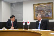 Seoul National University signing ceremony photo 2