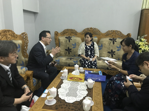 <Photo 4: Interviewing with administrators<br />of University of Medical Technology, Yangon>