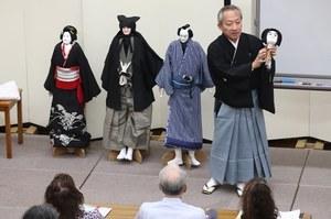 Kanjuro Kiritake talked about the puppets.