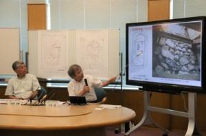 Presentation by Professor Hiroshi Niki,<br />Graduate School of  Literature and Human Sciences<br />(right) and Professor Muneki Mitamura,<br />Graduate School of Science (left)
