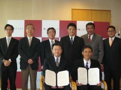インドネシア ガジャマダ大学と大学間協定並びに部局間協定を同時締結