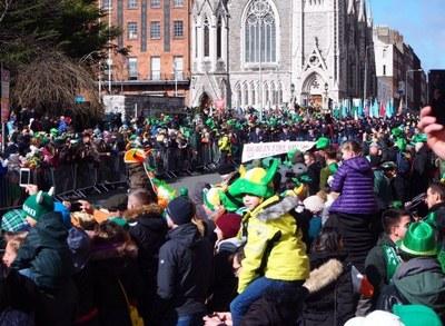 キリスト教のお祭りであるSt. Patrick's Dayはアイルランドが発祥の地と言われています。町中が緑色に。