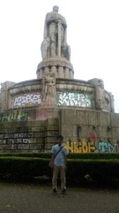 ハンブルク市内のビスマルク記念碑前