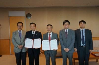 ベトナム国家大学経済経営大学と大学間京手尾並びに部局間協定を締結