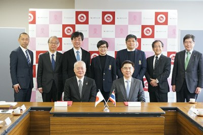 Front row (from left): President Arakawa, President Bundhit<br />  Back row (from left): Associate Professor Kubo, Vice Director of Global Exchange Office<br />Honorable Professor Nakagawa, Urban Research Plaza<br />  Professor Abe, Director of Urban Research Plaza<br /> Professor Bussakorn, Director of Fine and Applied Art<br />  Assistant Professor Chaipat, Assistant to the President for Student and Alumni Affairs<br />  Professor Miyano, Advisor to the President<br /> Professor Nagasaki, Dean of Faculty/Graduate School of Engineering