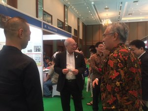 在インドネシア日本国大使石井正文氏が本学ブース来訪