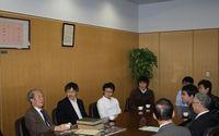 南部陽一郎名誉教授が本学を訪問