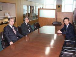左から三木教授、木山教授、西澤学長