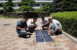太陽光パネル実習の樣子