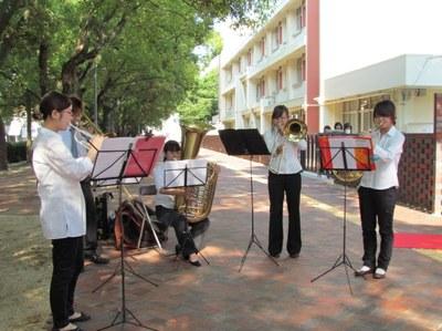学生交響楽団による開会曲の演奏