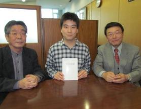 工学部4年生の山下明さんが高等学校の教科書(電気基礎)をつくりました―大学生が編集・発行した初の教科書―