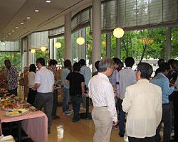 2013年度集団研修「太陽光発電技術(A)」のJICA研修員9名が西澤学長を表敬訪問02
