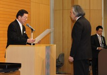 平成25年度名誉教授称号授与式を行いました