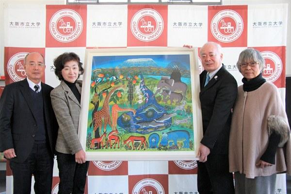 左から:児玉隆夫大阪市立大学同窓会長、清水邦子さん、荒川哲男学長、児玉会長の奥さま