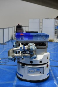 4本指のアームが特徴のロボット  4月から製作準備が始まった