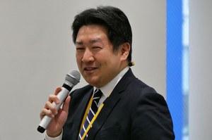 総評を述べる生活科学研究科 生田英輔准教授