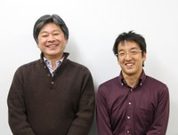 (左から)東教授、尾島講師