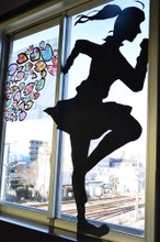 「春に向かって突き進め!」地域の方と制作した受験生応援アートをJR杉本町駅にて掲出