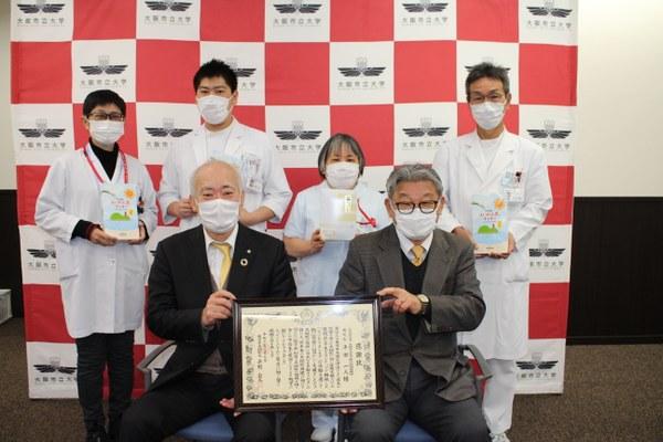 前列左から荒川学長、平田病院長 <br/>後列左から山口先生、高橋主査、花房師長、岸本副主幹